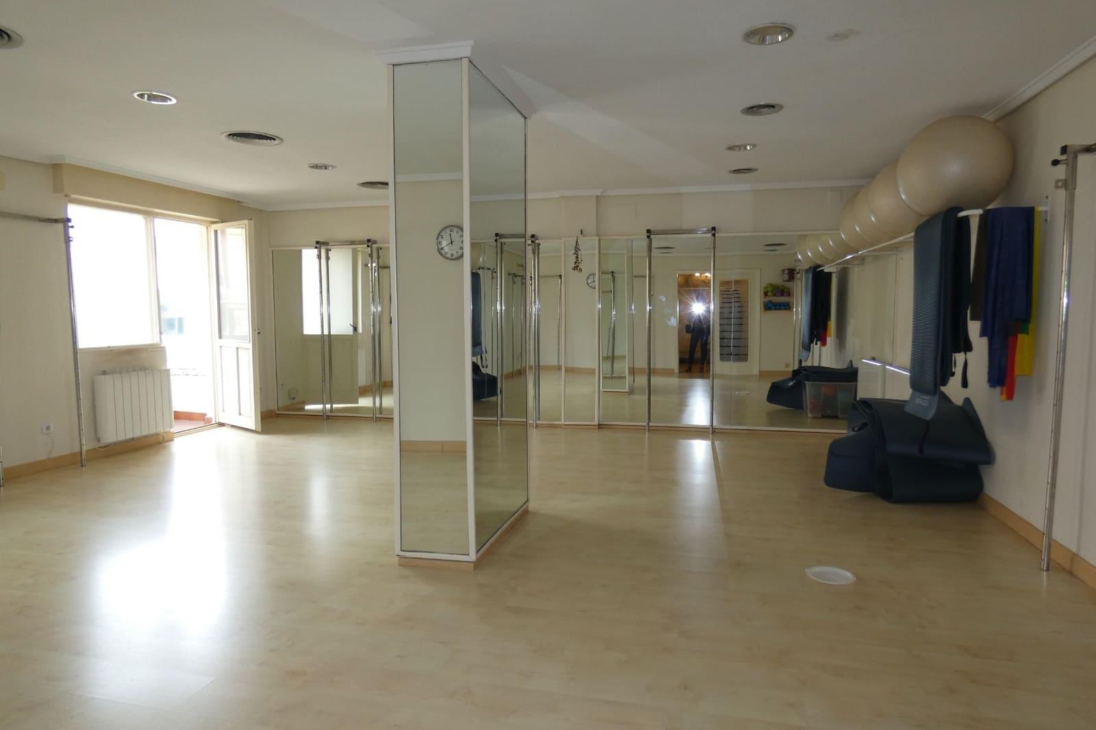 Commercieel te huur in Torrelavega - € 500 (Ref: 4809962)