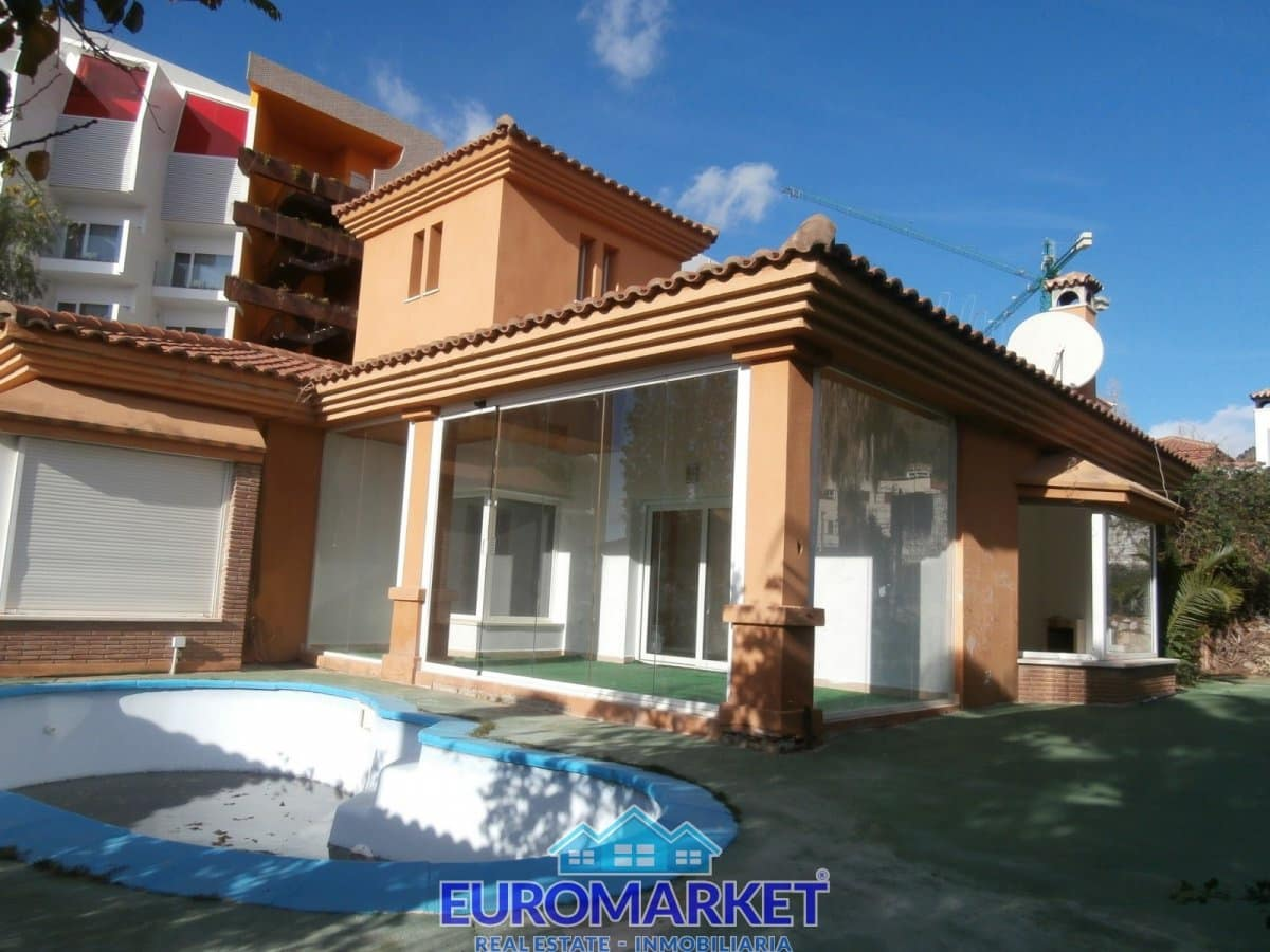 3 bedroom Villa for sale in Benalmadena with pool - € 426,000 (Ref: 5148975)