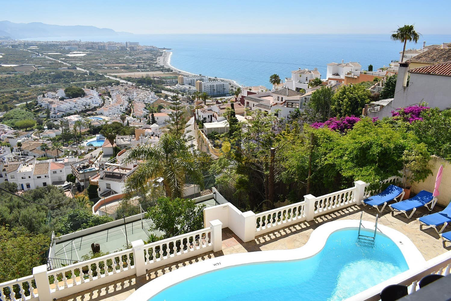 4 bedroom Townhouse for sale in Nerja with pool - € 795,000 (Ref: 4452233)