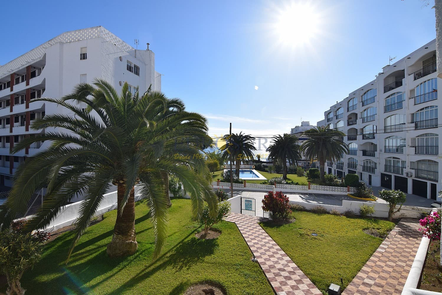 2 bedroom Apartment for sale in Nerja with pool - € 279,000 (Ref: 5043138)