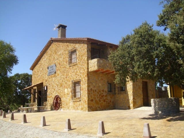 6 soverom Kommersiell til salgs i Montillana med svømmebasseng - € 430 000 (Ref: 2439701)