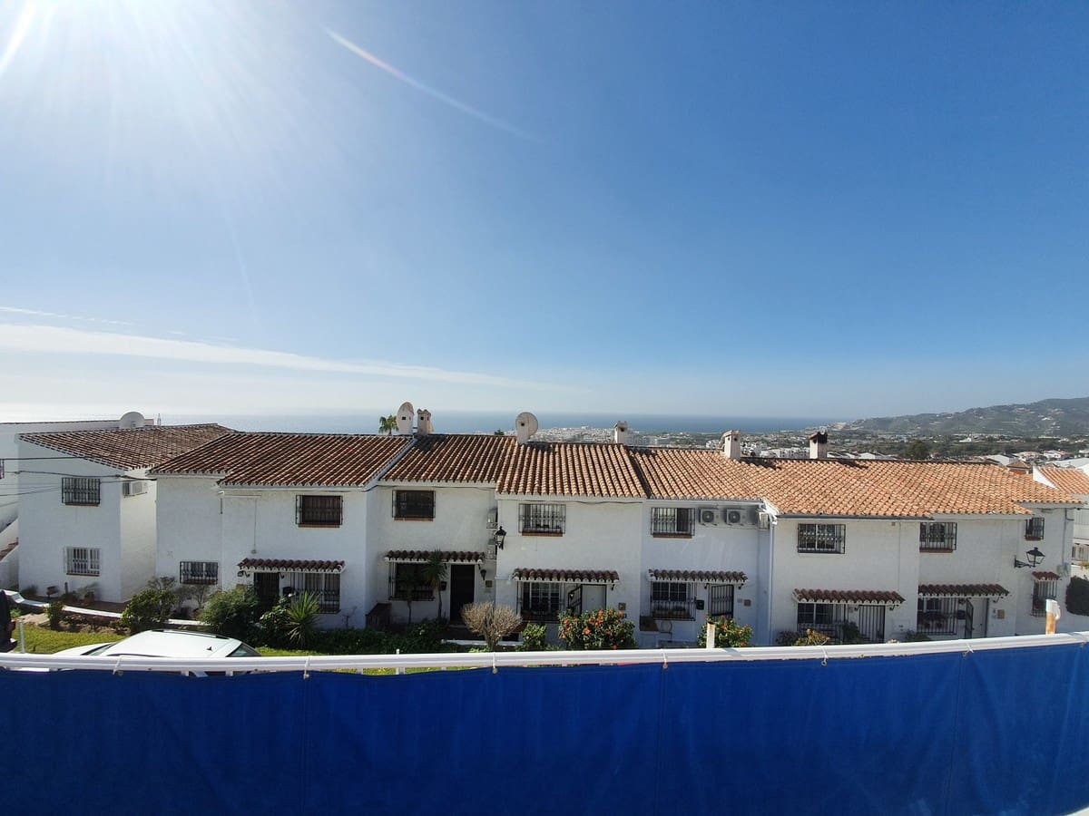 2 bedroom Townhouse for sale in Nerja with pool - € 210,000 (Ref: 4824262)