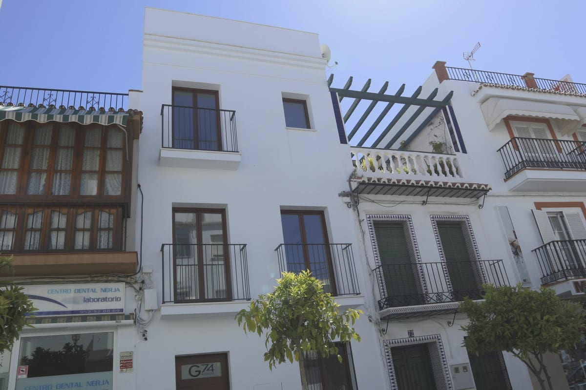 3 bedroom Townhouse for sale in Nerja with pool - € 659,000 (Ref: 4879290)