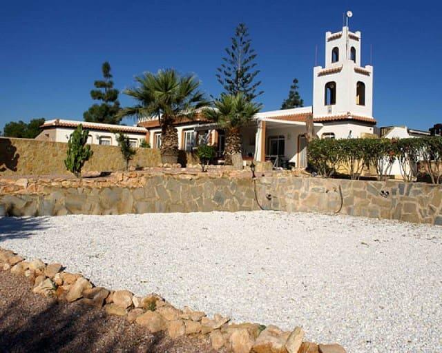 Chalet de 7 habitaciones en Los Montesinos en venta con piscina - 390.000 € (Ref: 2649976)