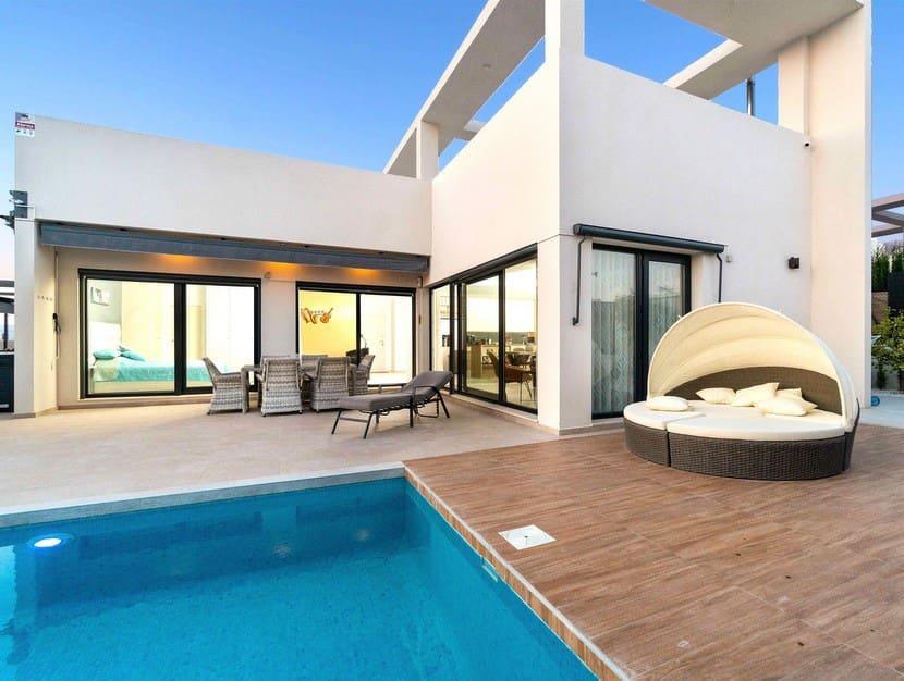 Chalet de 3 habitaciones en Benijófar en venta con piscina - 395.000 € (Ref: 3269329)