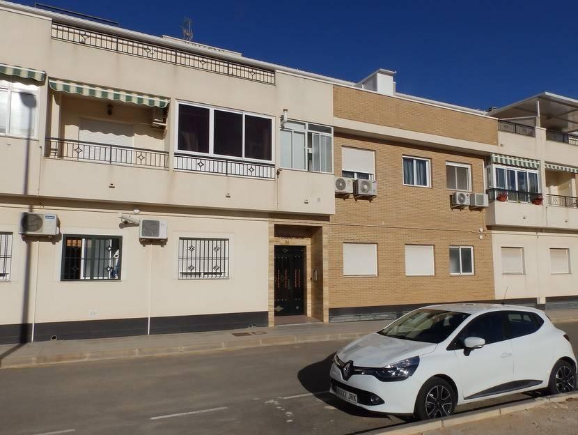 Apartamento de 3 habitaciones en Pilar de la Horadada en venta con piscina - 105.000 € (Ref: 3329104)