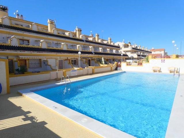 3 Zimmer Haus zu verkaufen in Playa Flamenca mit Pool - 114.995 € (Ref: 3879784)