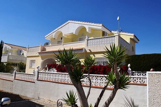 Chalet de 3 habitaciones en Benijófar en venta con piscina - 157.500 € (Ref: 3889489)