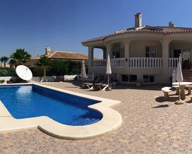 Chalet de 5 habitaciones en Benijófar en venta con piscina - 375.000 € (Ref: 4911734)