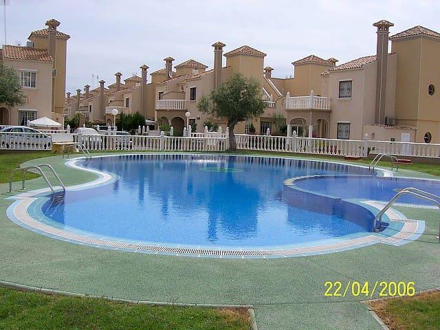 Casa de 2 habitaciones en Playa Flamenca en venta con piscina - 169.000 € (Ref: 5063109)