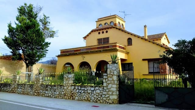 8 bedroom Townhouse for sale in Ginestar with pool garage - € 240,000 (Ref: 4255366)