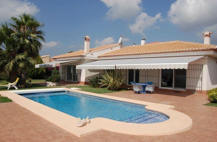 Chalet de 3 habitaciones en Beniarbeig en venta con piscina - 715.000 € (Ref: 3959548)