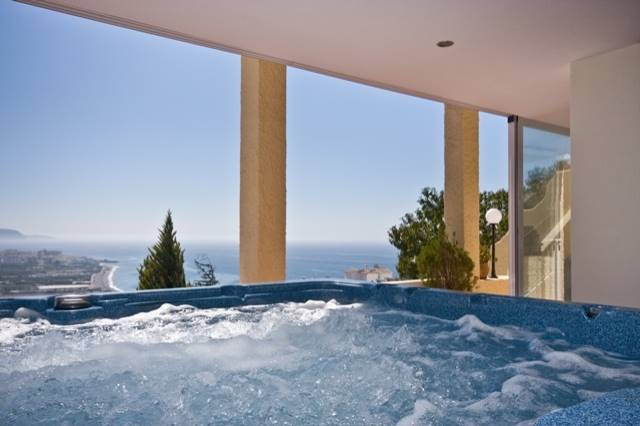 4 bedroom Villa for sale in Nerja with pool garage - € 795,000 (Ref: 1426385)
