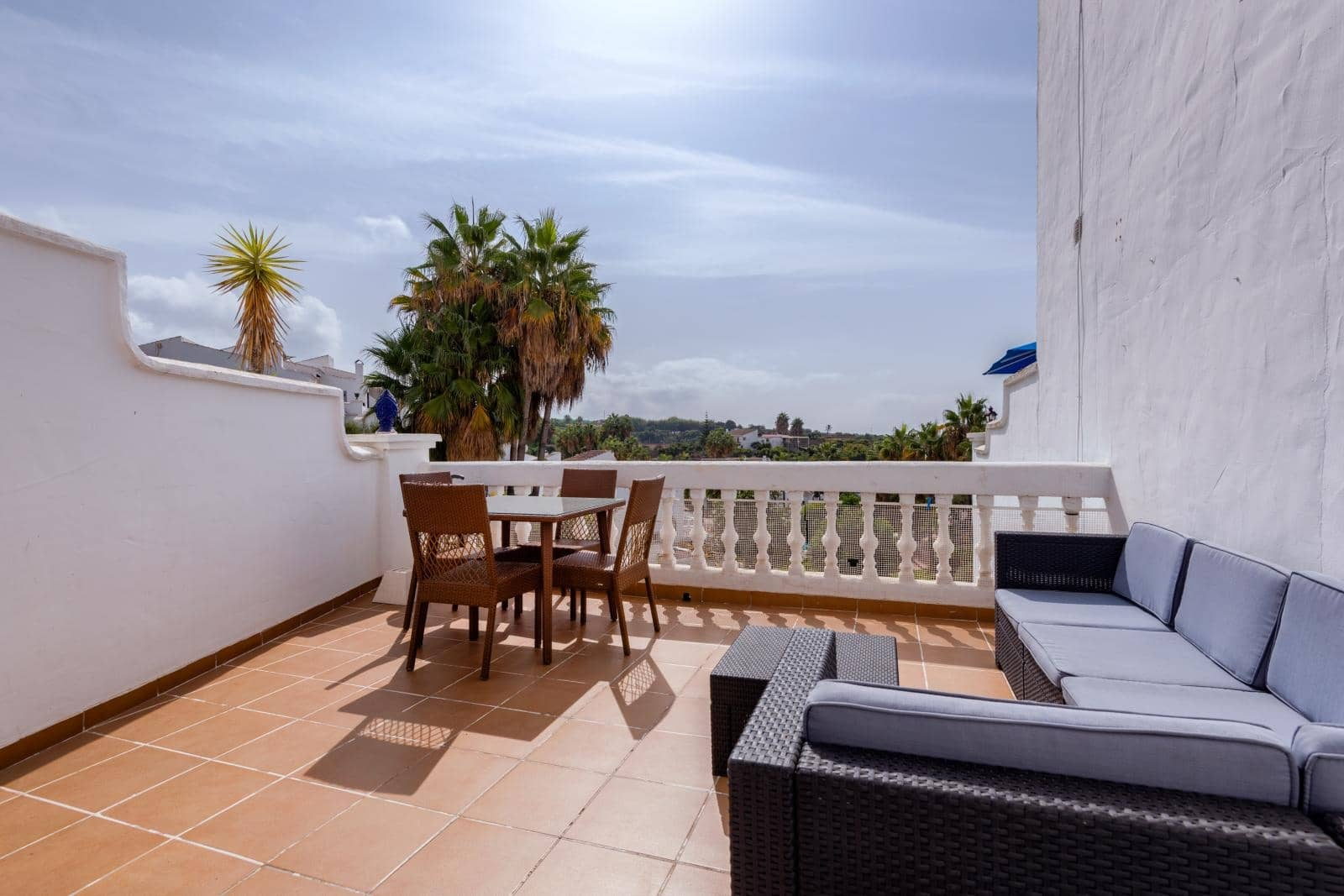 2 bedroom Beach Apartment for sale in Nerja with pool - € 239,000 (Ref: 2276978)
