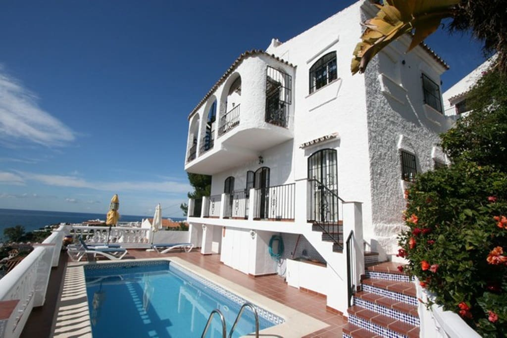 3 bedroom Villa for sale in Nerja with pool - € 445,000 (Ref: 4136560)