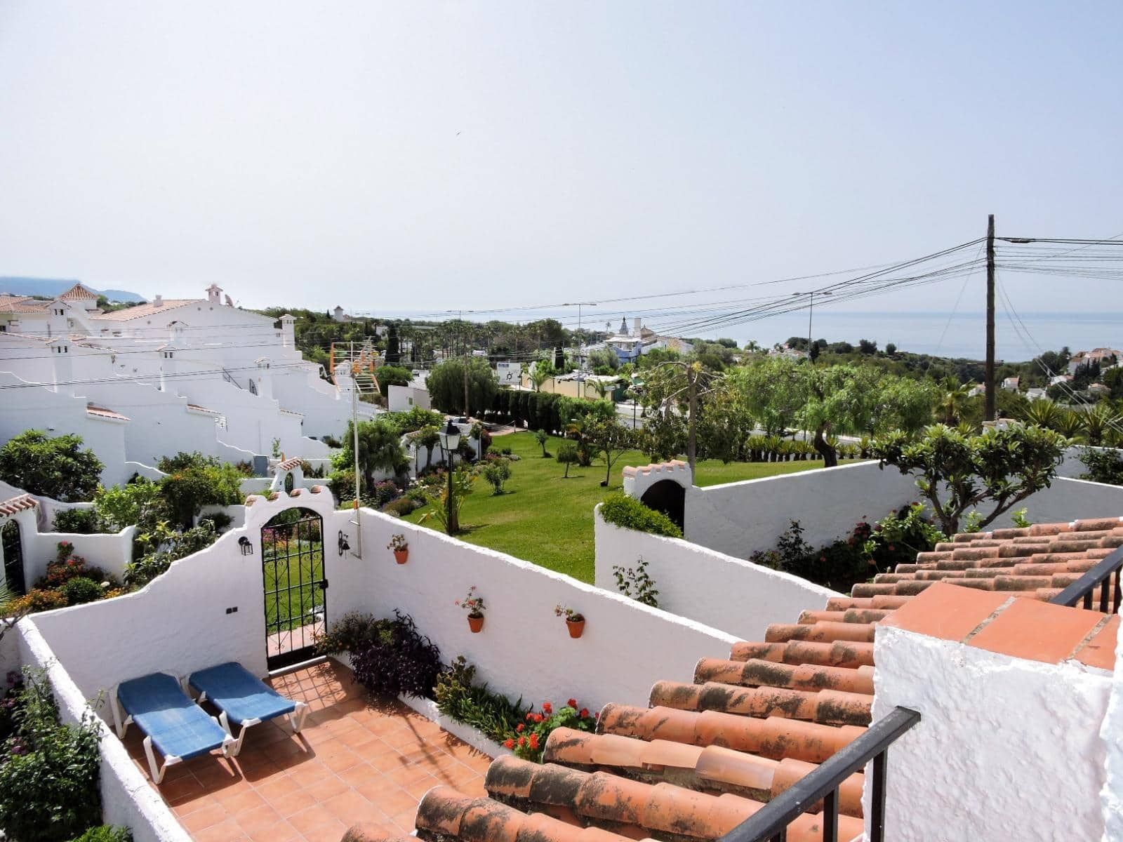 2 bedroom Beach Apartment for sale in Nerja with pool - € 210,000 (Ref: 4174300)
