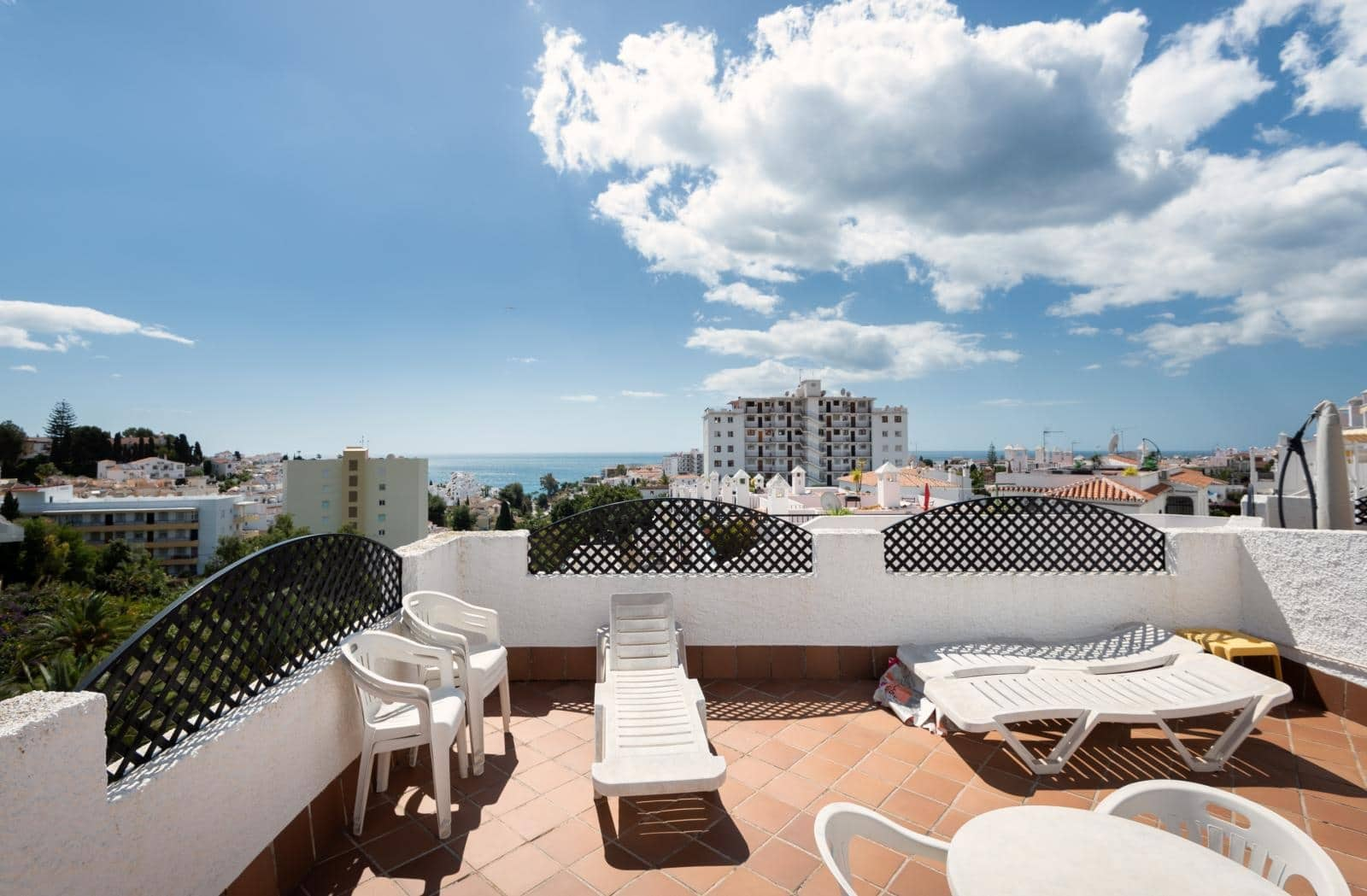 2 bedroom Beach Apartment for sale in Nerja with pool - € 268,000 (Ref: 4423303)