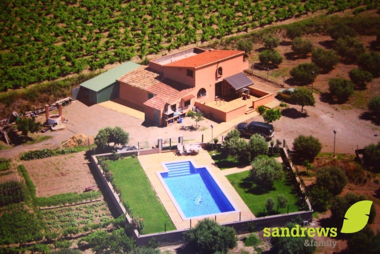 4 bedroom Villa for sale in Garriguella with pool - € 750,000 (Ref: 4574726)