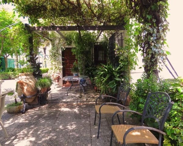 7 soveværelse Byhus til salg i Granada by med swimmingpool garage - € 1.000.000 (Ref: 5455727)