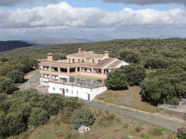 9 slaapkamer Commercieel te koop in Loja - € 3.300.000 (Ref: 5748989)