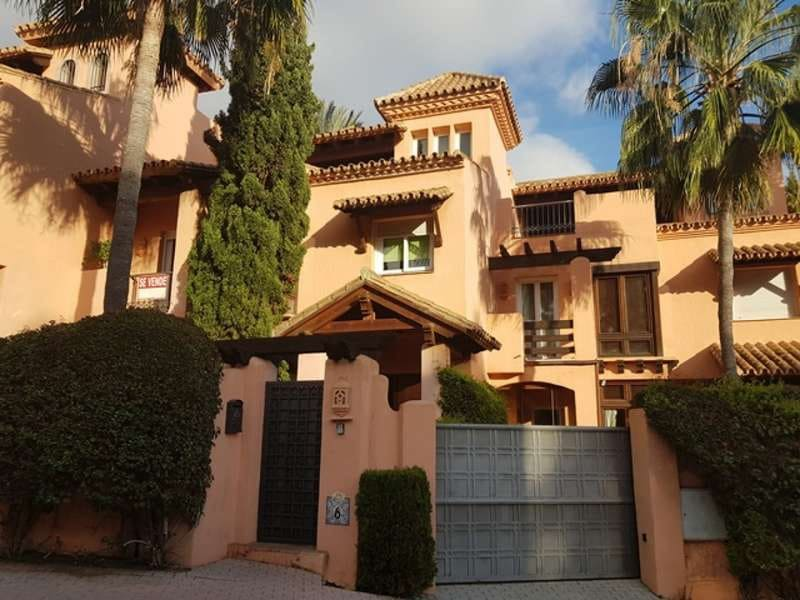 3 bedroom Finca/Country House for sale in Marbella with pool garage - € 675,000 (Ref: 5128105)