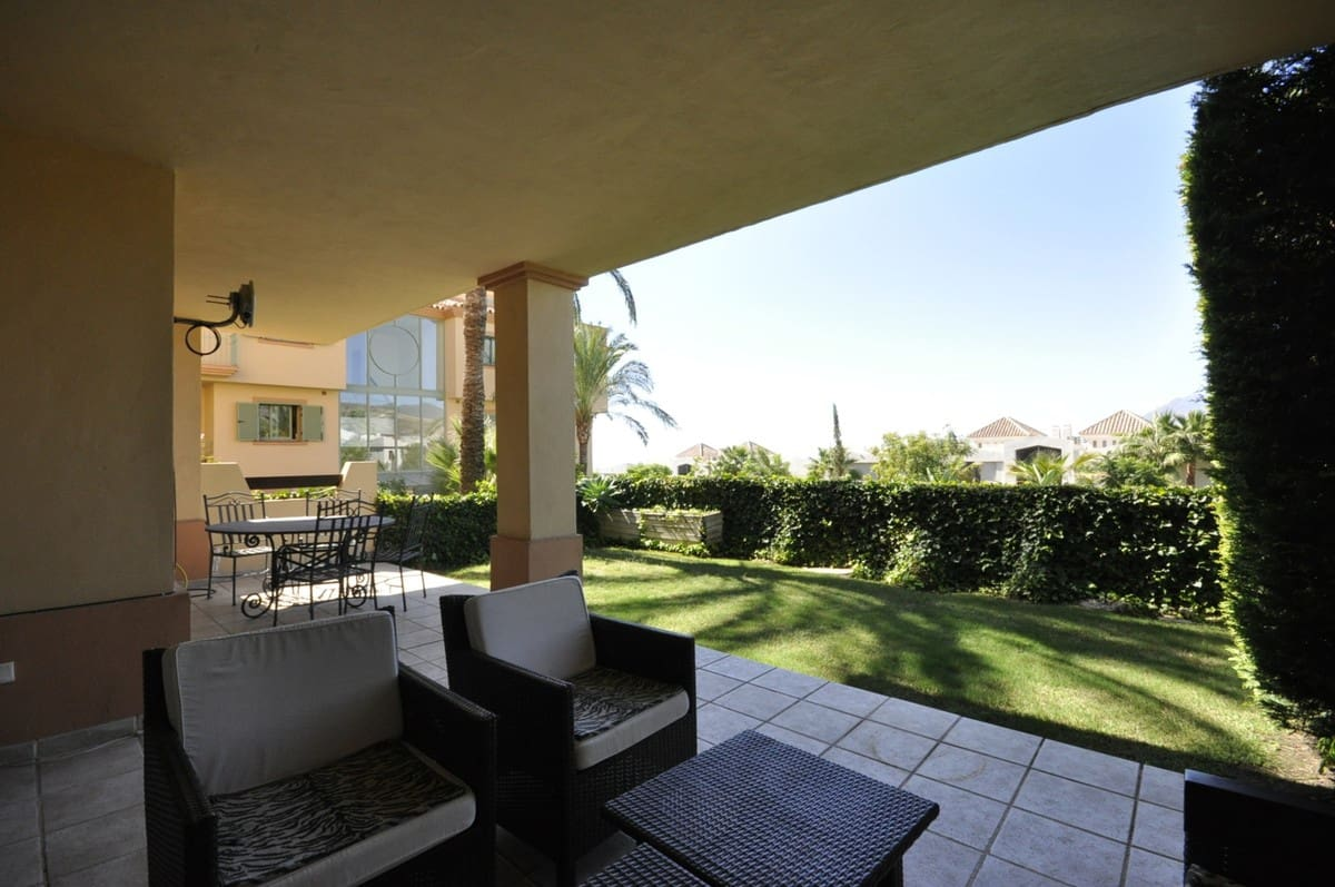 2 bedroom Apartment for holiday rental in Benahavis with pool garage - € 1,000 (Ref: 3263045)