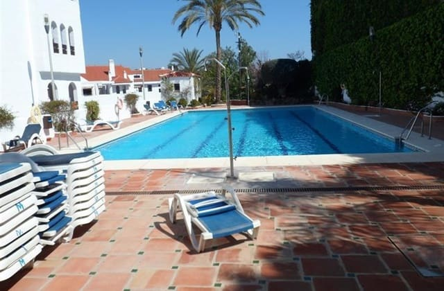 2 Zimmer Ferienapartment in Nueva Andalucia mit Pool Garage - 800 € (Ref: 3675948)