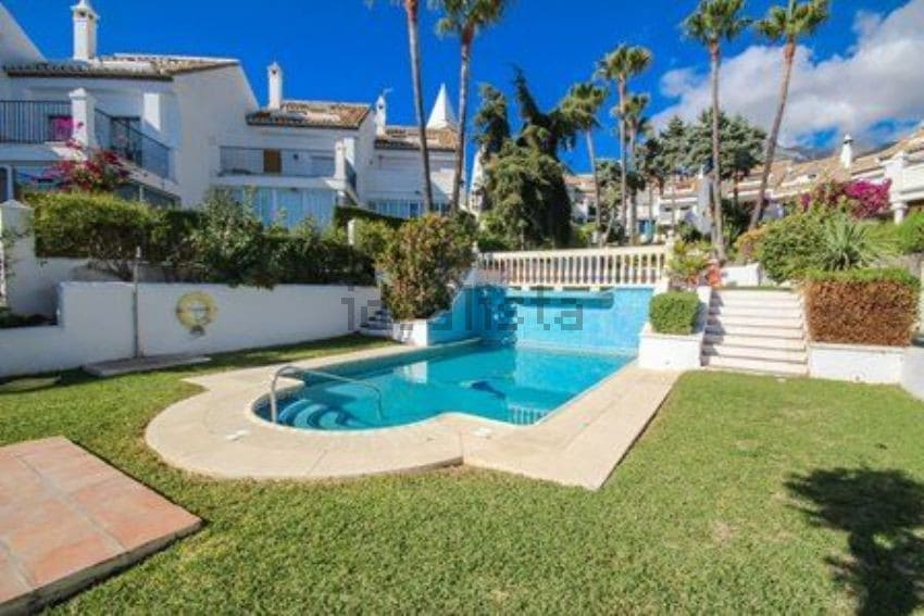 3 sovrum Semi-fristående Villa att hyra i Marbella med pool - 1 700 € (Ref: 4032764)