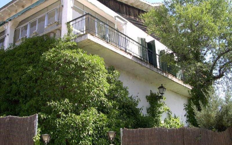 3 bedroom Villa for sale in Las Navas del Marques with garage - € 150,000 (Ref: 3273374)