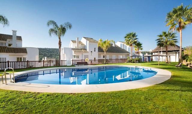 Piso de 2 habitaciones en Sotogrande en venta con piscina garaje - 137.000 € (Ref: 3568516)