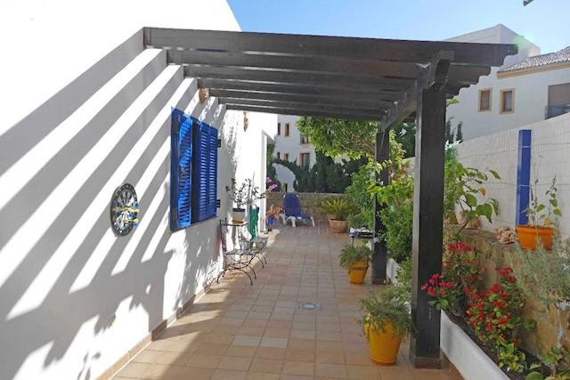 2 chambre Villa/Maison Mitoyenne à vendre à San Luis de Sabinillas avec piscine garage - 185 000 € (Ref: 4036507)