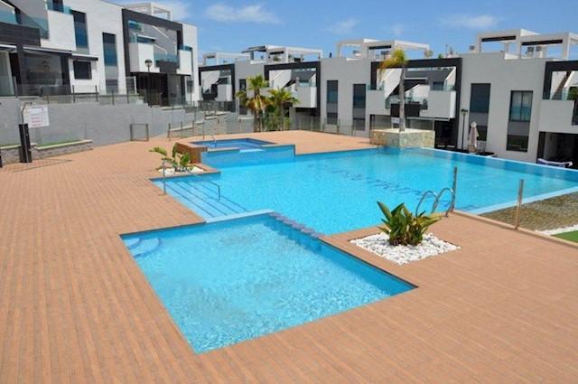 2 soverom Hus til salgs i Torrevieja med svømmebasseng garasje - € 199 000 (Ref: 4009218)