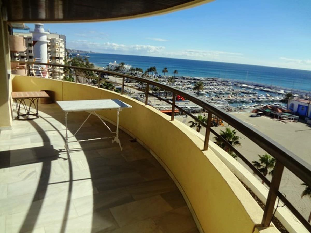 3 bedroom Penthouse for sale in Marbella - € 1,100,000 (Ref: 5167844)