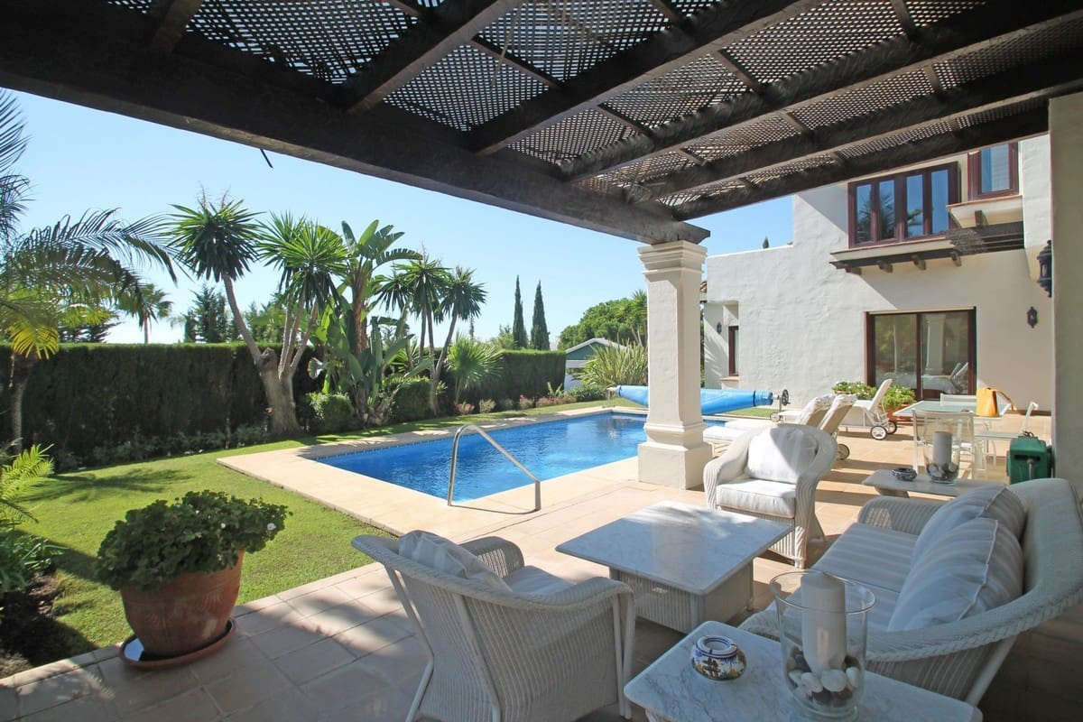 4 bedroom Villa for sale in Marbella with pool garage - € 2,100,000 (Ref: 5167999)