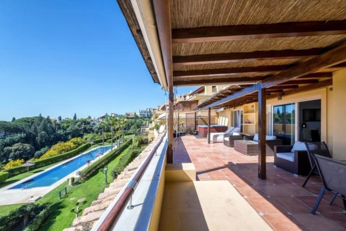 3 bedroom Penthouse for sale in Marbella with pool garage - € 1,250,000 (Ref: 5168410)