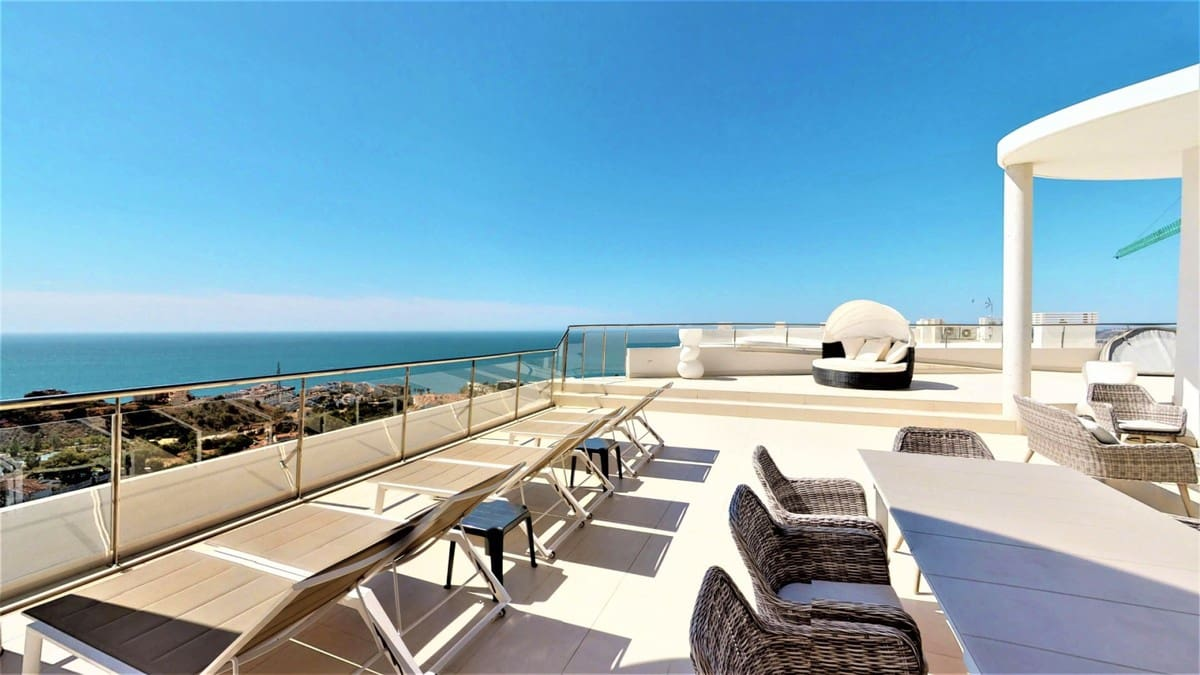 4 bedroom Penthouse for sale in Benalmadena with pool - € 2,250,000 (Ref: 5168503)