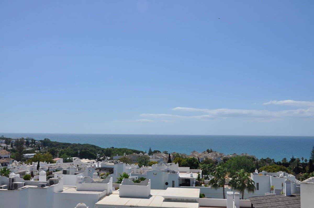 3 bedroom Penthouse for sale in Marbella with pool - € 1,199,000 (Ref: 5168556)
