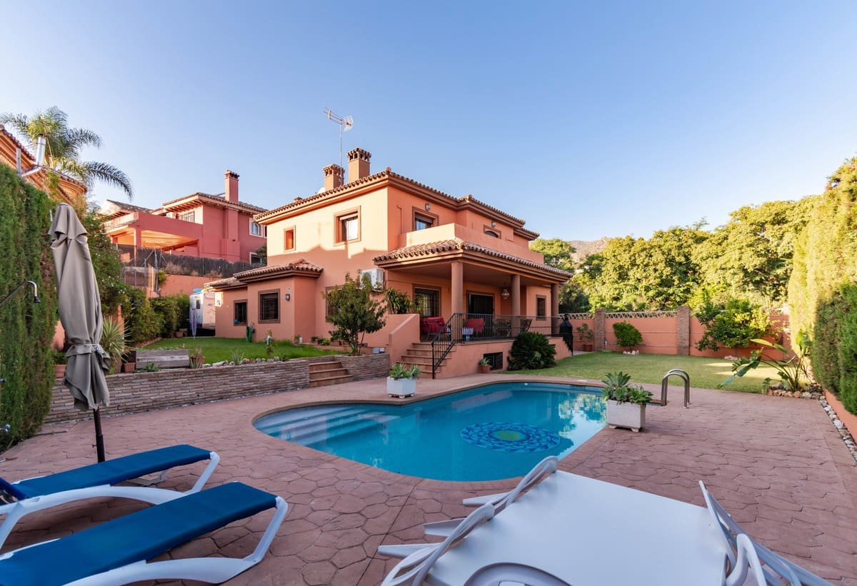4 bedroom Villa for sale in Marbella with pool garage - € 740,000 (Ref: 5168603)