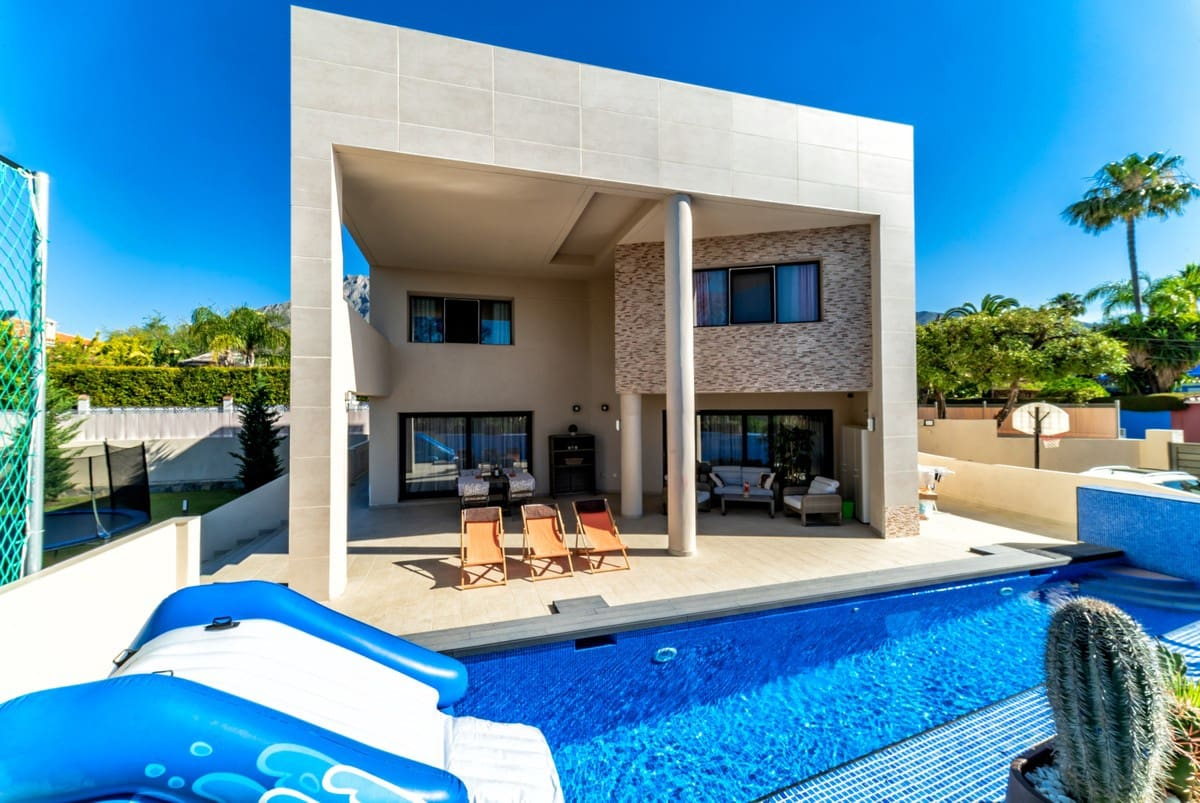 5 bedroom Villa for sale in Marbella with pool - € 1,375,000 (Ref: 5168606)