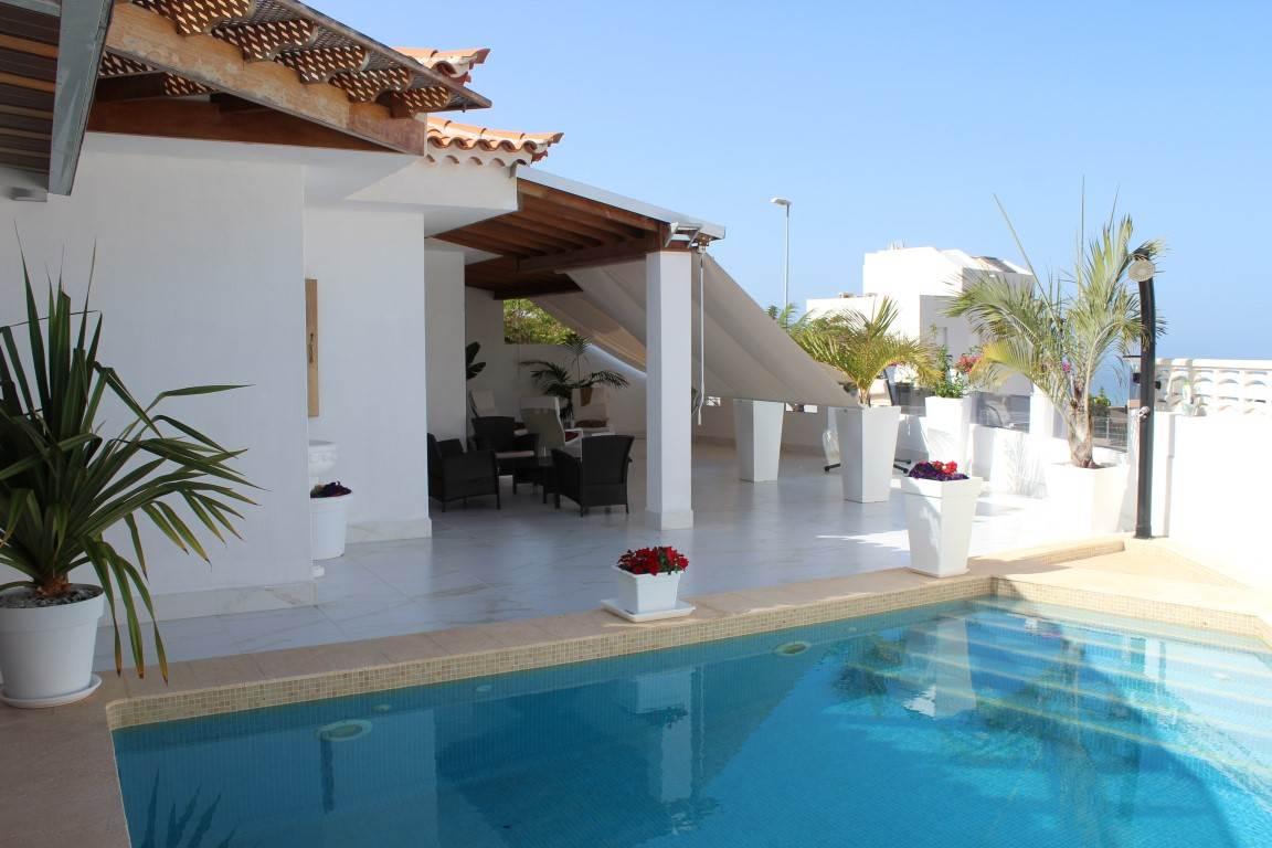 2 sypialnia Dom na sprzedaż w Roque del Conde z basenem garażem - 999 000 € (Ref: 2128701)