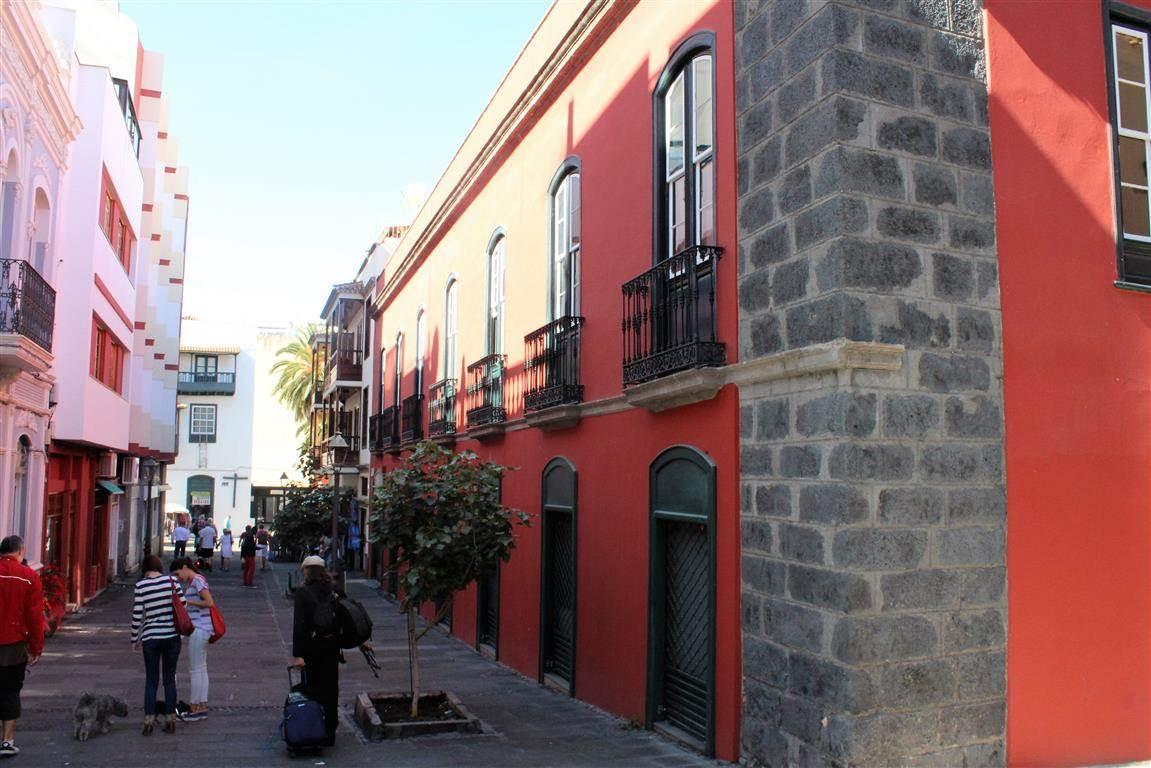 10 soveværelse Erhverv til salg i Puerto de la Cruz med garage - € 2.100.000 (Ref: 3020449)