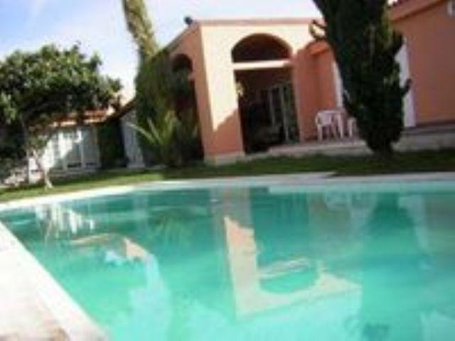 4 sypialnia Willa na sprzedaż w Taucho z basenem garażem - 875 000 € (Ref: 3233899)
