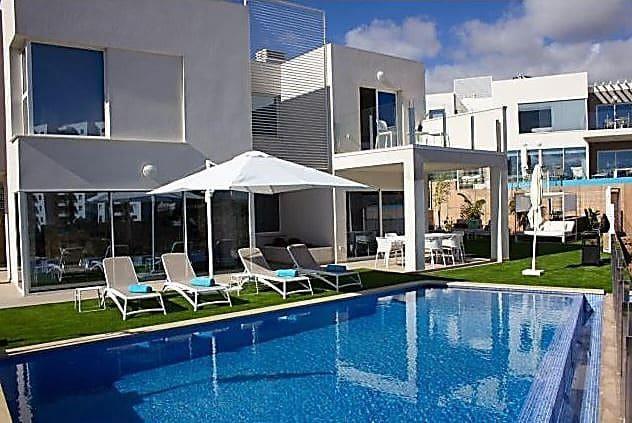 3 soverom Villa til salgs i Playa Paraiso med svømmebasseng garasje - € 895 000 (Ref: 4738010)