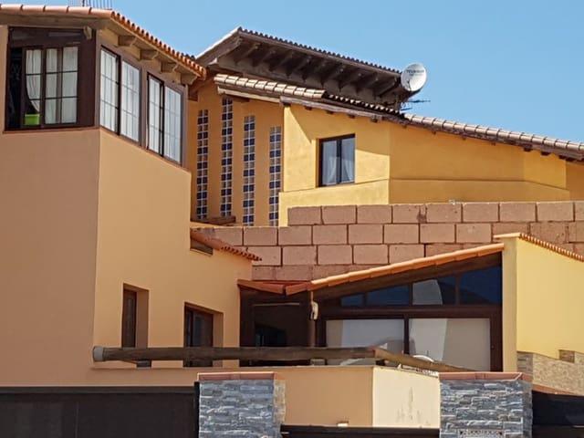 3 sypialnia Dom blizniak na sprzedaż w El Medano z garażem - 419 000 € (Ref: 5049902)