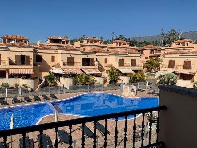 5 quarto Moradia em Banda para venda em Costa Adeje com piscina garagem - 575 000 € (Ref: 5882733)