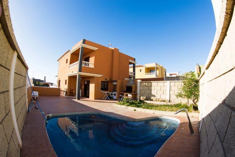 3 soverom Villa til salgs i El Medano med svømmebasseng garasje - € 367 500 (Ref: 1861411)