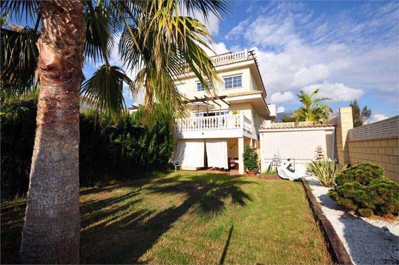 4 soverom Rekkehus til salgs i La Nucia med svømmebasseng - € 350 000 (Ref: 3995866)