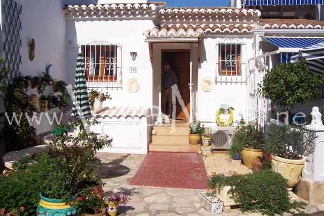 2 bedroom Townhouse for sale in Benitachell / Benitatxell with pool - € 175,000 (Ref: 5882538)