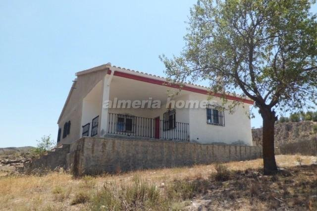 3 Zimmer Villa zu verkaufen in Caniles - 85.000 € (Ref: 3186987)