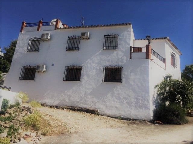 4 bedroom Finca/Country House for sale in Cuevas Bajas with garage - € 89,950 (Ref: 5455666)